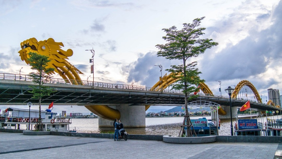 Vietnam Da Lat Dragon Bridge